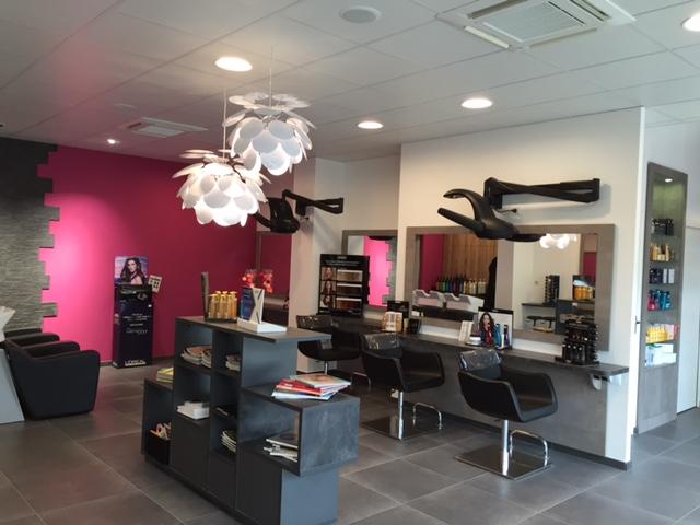 Azur coiffure sarl avrill avis tarifs horaires for Salon de coiffure montreuil