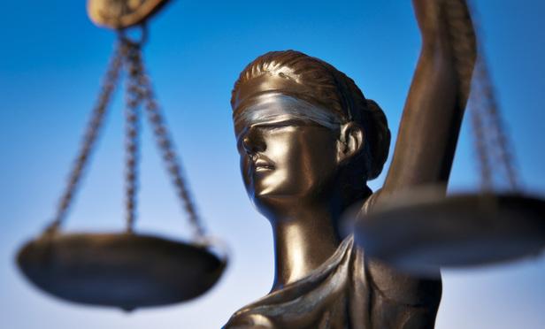 Un salon condamné à 12500€ d'amende après avoir brûlé les cheveu d'une cliente la veille de la communion de sa fille !