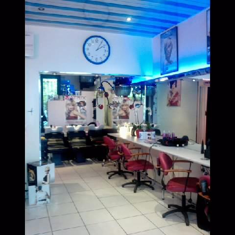 Coupe art lo c chevert paris 12 avis tarifs horaires for Salon de coiffure paris 18