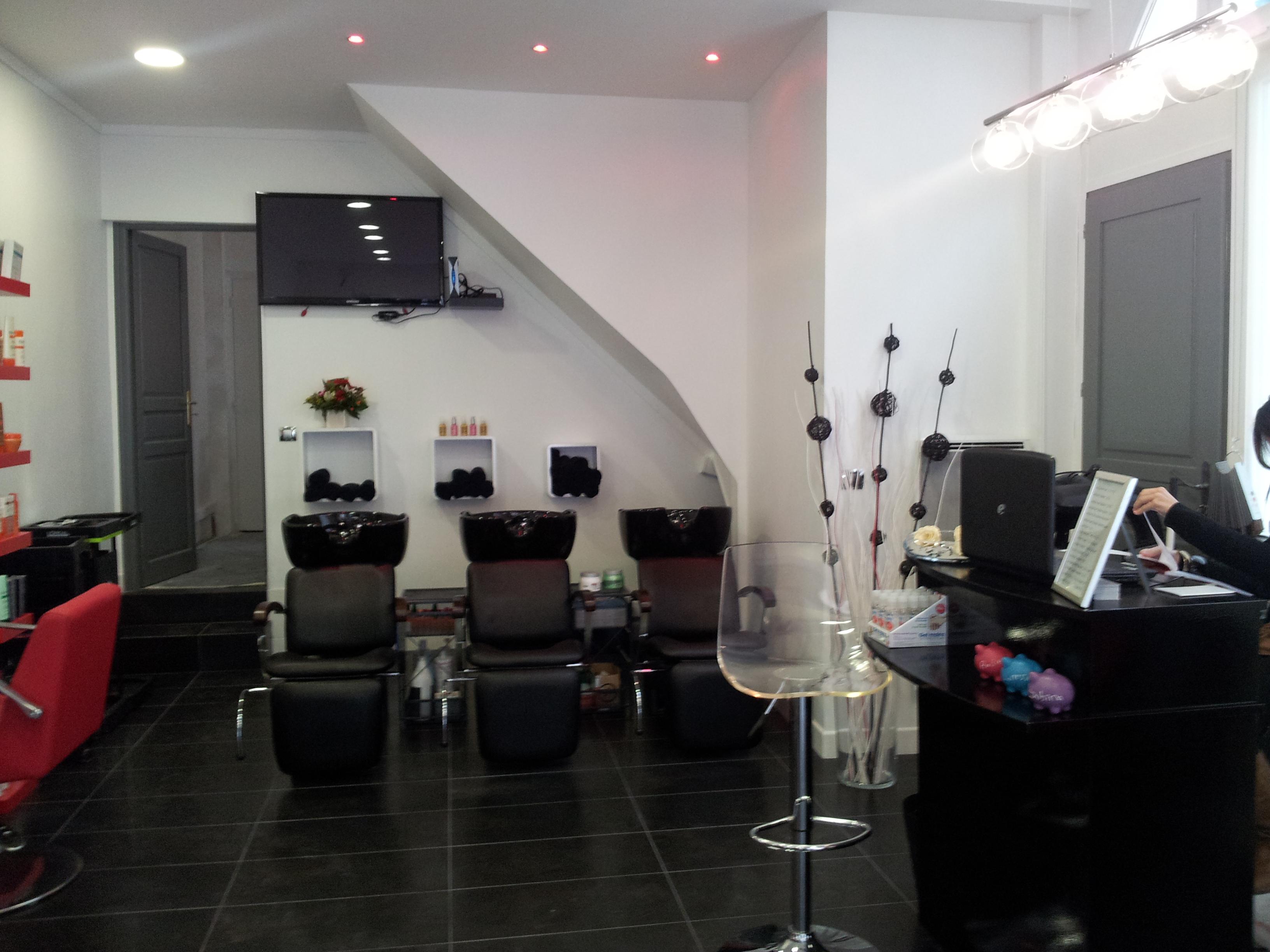 Univ 39 hair levallois perret avis tarifs horaires t l phone for Salon de coiffure levallois