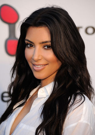 coiffure kim kardashian coiffure people. Black Bedroom Furniture Sets. Home Design Ideas