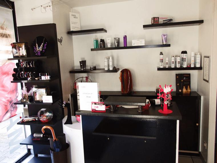 comptoir salon de coiffure trendy comptoir caisse bridge argent with comptoir salon de coiffure. Black Bedroom Furniture Sets. Home Design Ideas