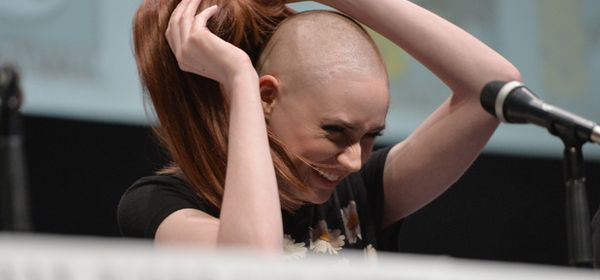 Karen Gillan donne ses cheveux au staff de Star Wars Episode 7