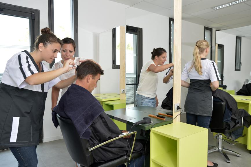 A partir de quel ge peut on se lancer dans un cap coiffure cap et bp coiffure - Salon de coiffure qui recherche apprenti cap ...