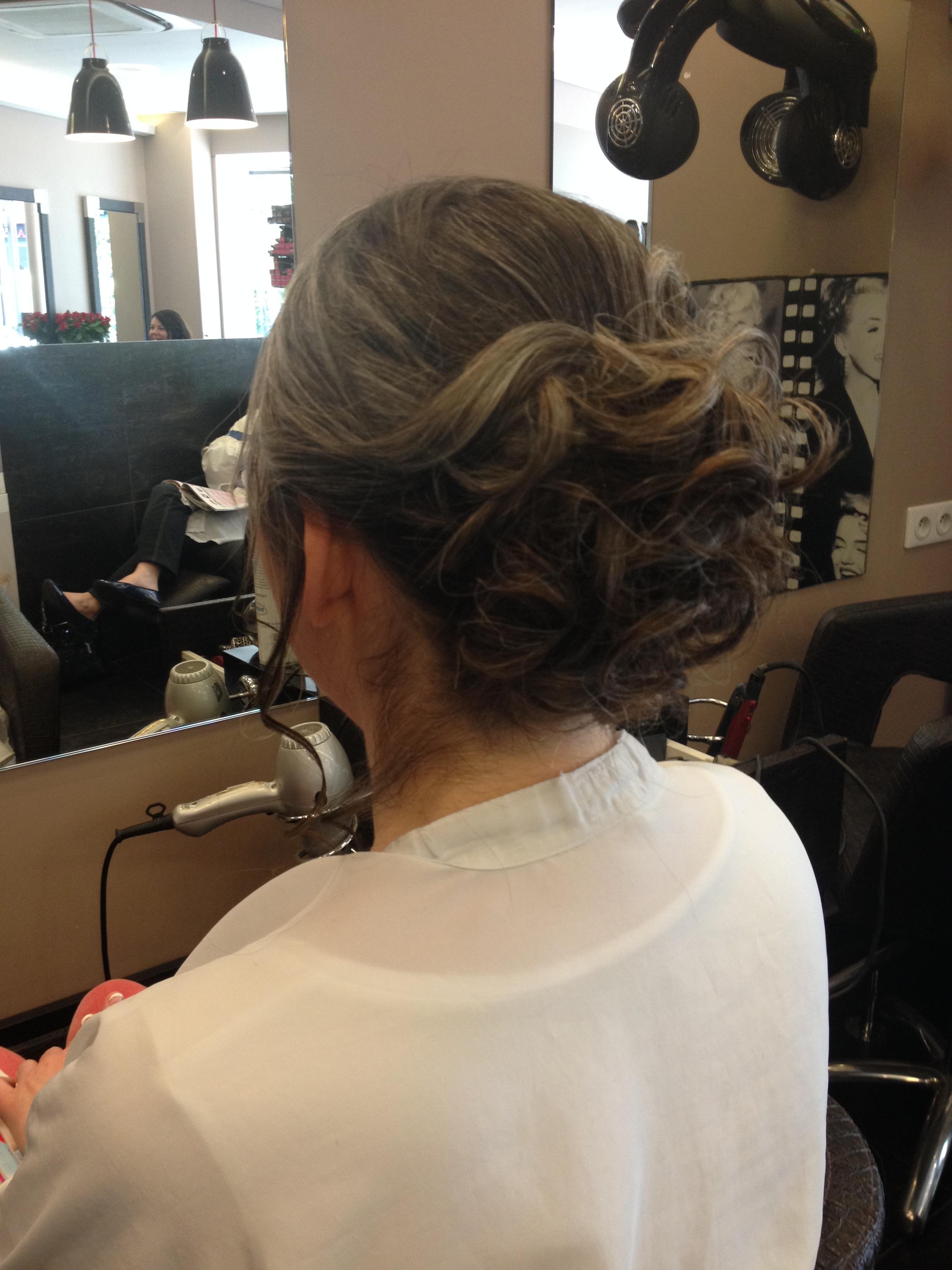 H lena coiffure courbevoie avis tarifs horaires t l phone - Salon coiffure colombes ...