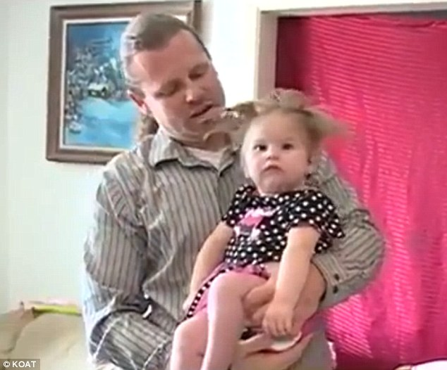 Enfant foudre électricité statique cheveux