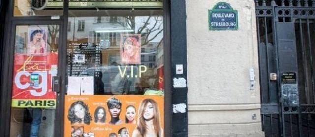 """Des coiffeuses sans papier portent plainte pour """"traite d'être humain"""" à Paris"""