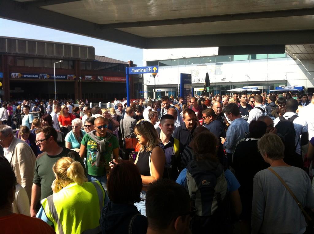 Aéroport Luton Angleterre évacué lisseur