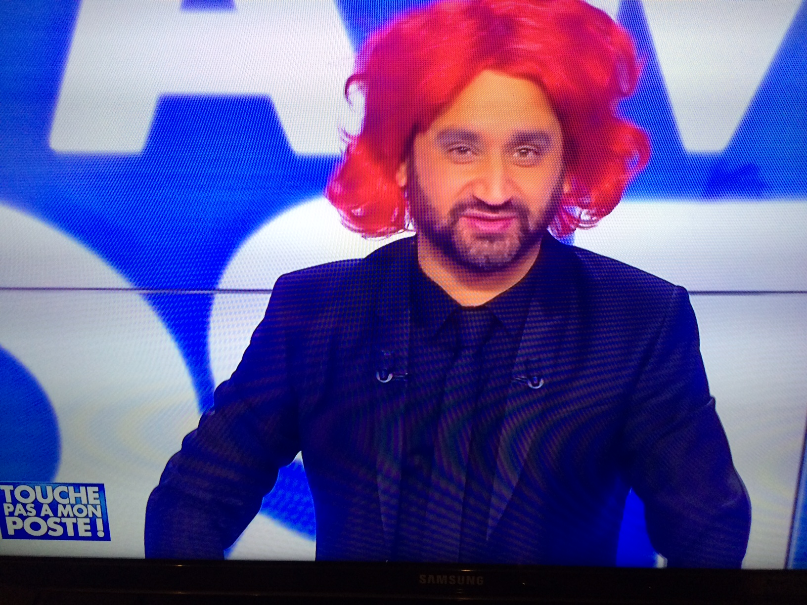 Cyril Hanouna cheveux rouges