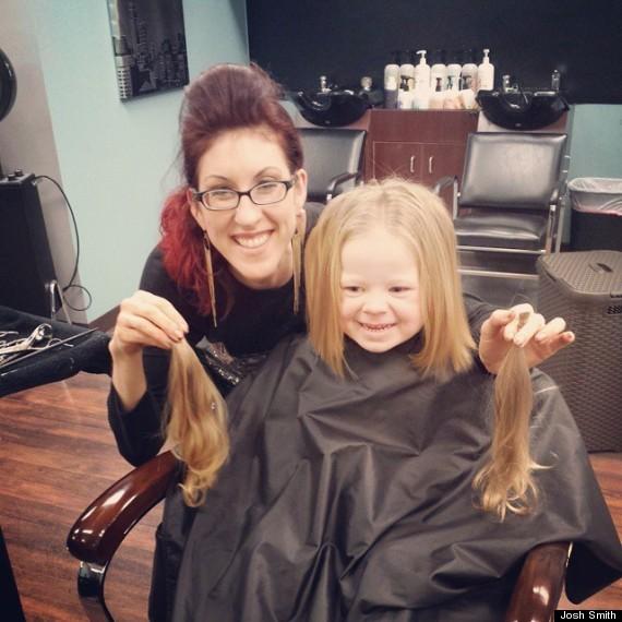 Cette petite fille de 3 ans donne ses cheveux pour les for Coupe de cheveux pour bebe fille de 3 ans