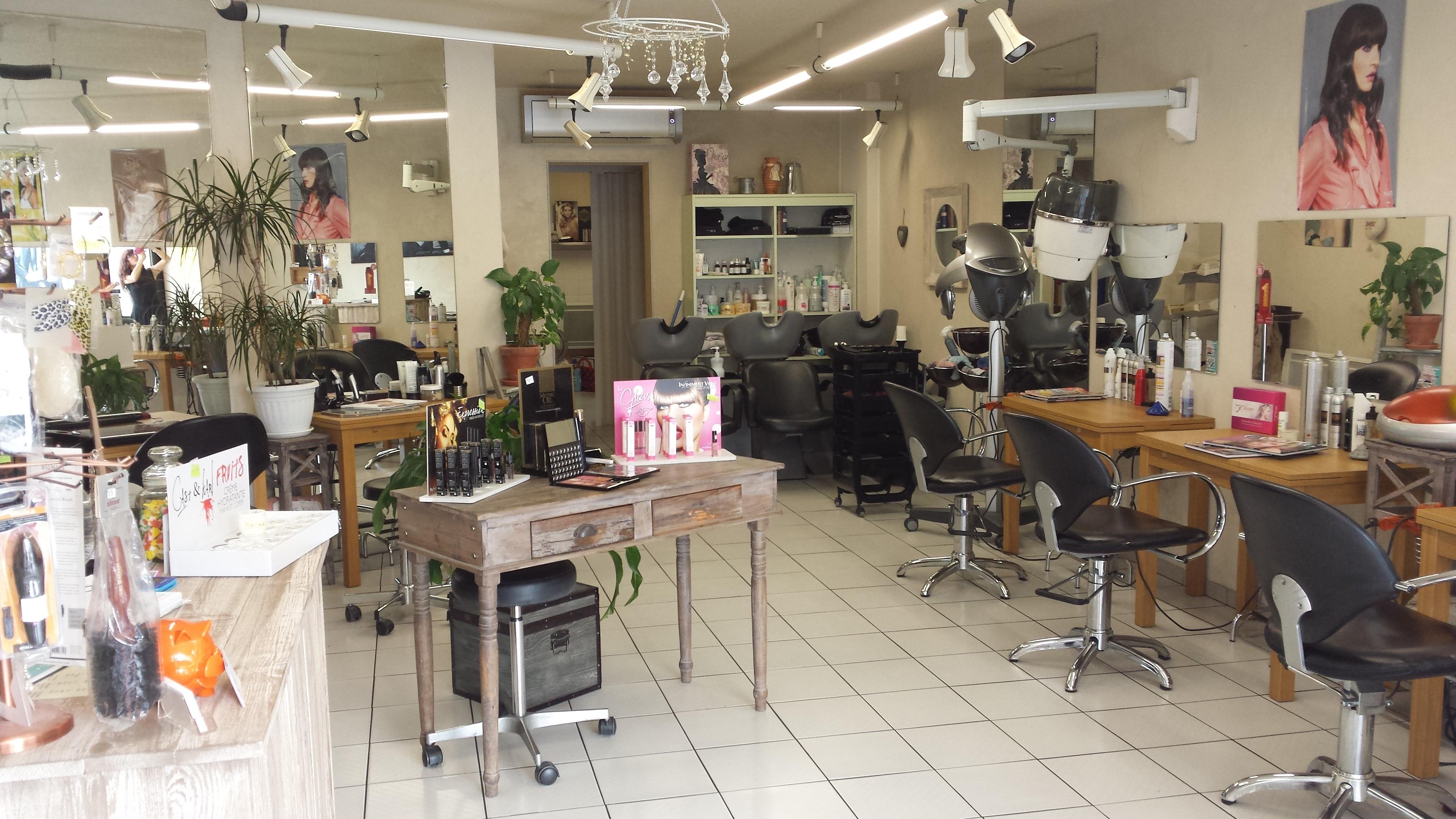 Odyss e coiffure bergerac avis tarifs horaires t l phone - Salon de the bergerac ...
