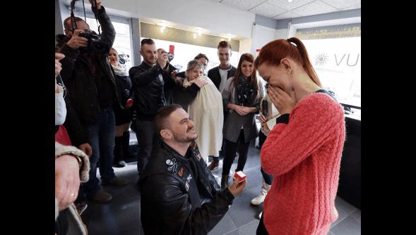 Demande en mariage salon de coiffure