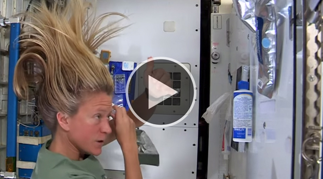 Comment se lave t on les cheveux dans l 39 espace for Espace insolite