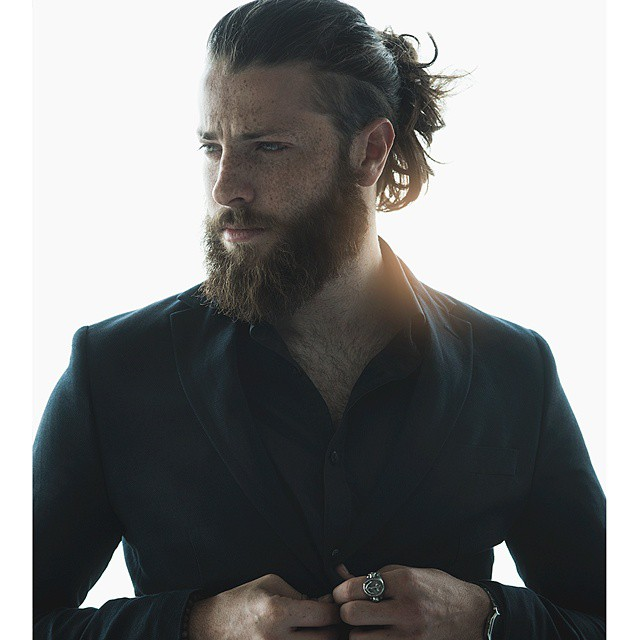 Cheveux long homme plus barbe