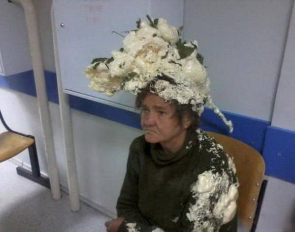 Elle pensait utiliser du shampooing, c'était en fait de la mousse isolante !